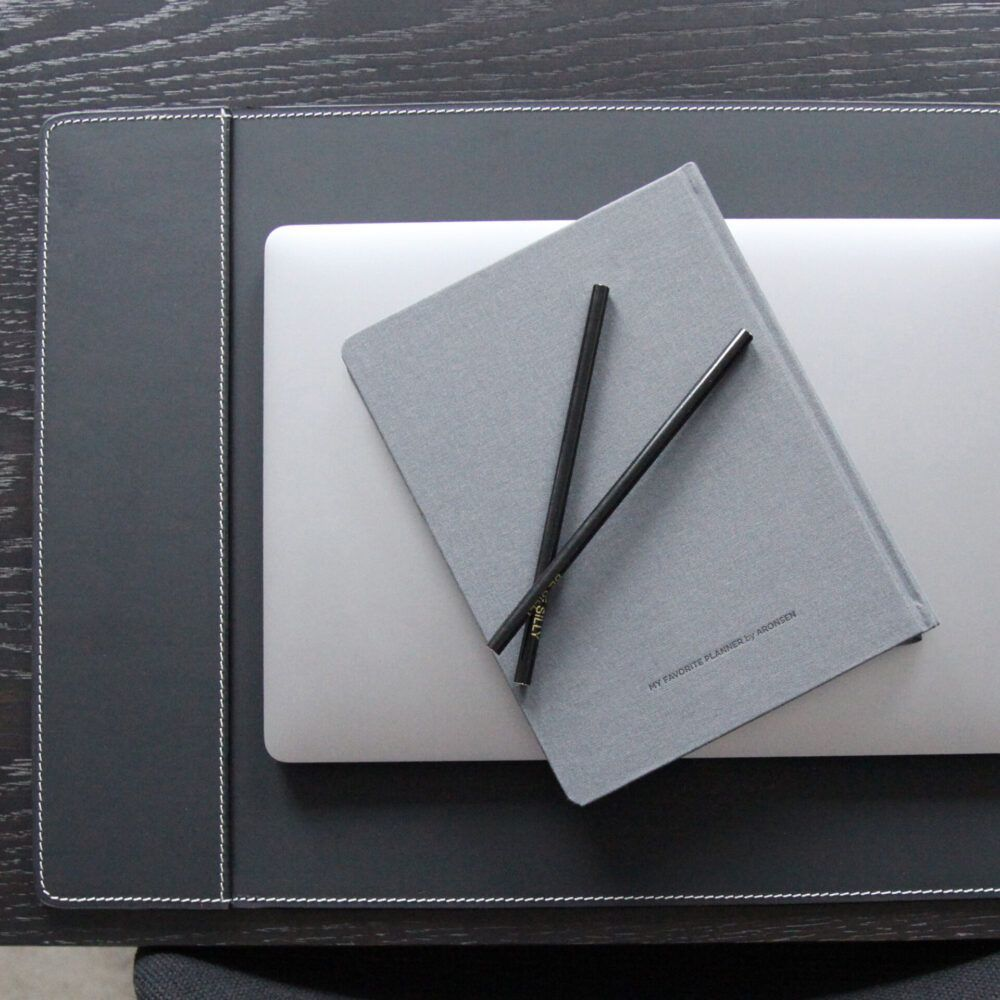 deskpad-with-one-pocket