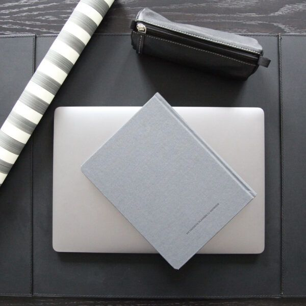 deskpad-with-two-pockets